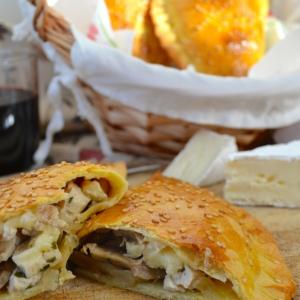 Рецепты выпечки - Пирожки с курицей и шампиньонами