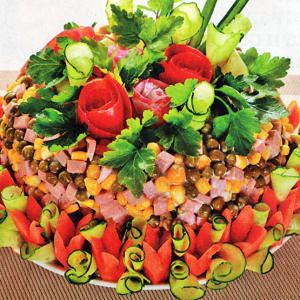 Праздничный овощной салат с ветчиной