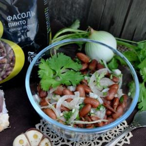 Рецепты из бобовых - Прострй салат из фасоли