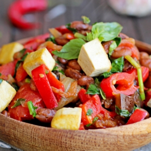 Вегетарианская кухня - Рагу с фасолью, овощами и тофу