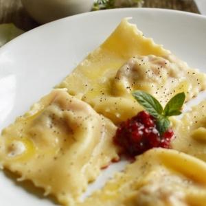 Брусника - Равиоли со сливочным сыром и брусничным соусом