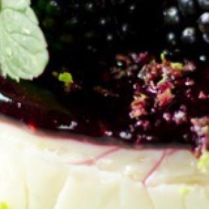 Лайм - Рисовый десерт с ежевичным соусом и лаймом