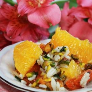 Фисташки - Рисовый салат с курагой, фисташками и апельсиновыми дольками