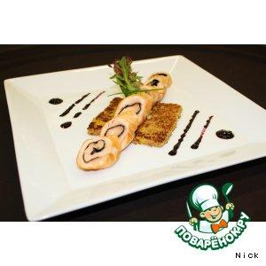 Вакаме - Рулет из лосося на подставке из блинчика с апельсинами, с соусом из черники и имбиря