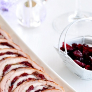 Бренди - Рулет из свинины с вяленой клюквой и розмарином