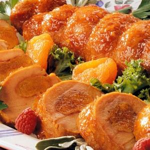 Рулет из свиной вырезки с абрикосами