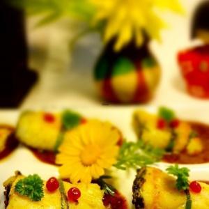Рыбные рулетики со шпинатом и брусникой