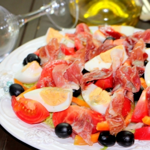 Салат - Салат Эстепона с сыровяленой ветчиной