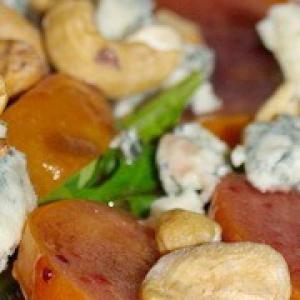 Кешью - Салат из хурмы с рукколой и голубым сыром
