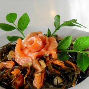 Морковь - Салат из морской капусты с красной рыбой