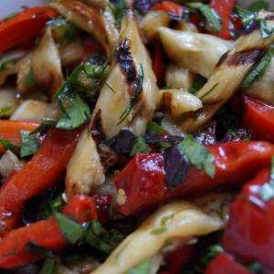 Баклажан - Салат из перца и баклажанов на гриле