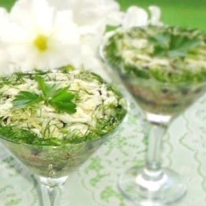 Черника - Салат из свежей капусты с черникой и орехами