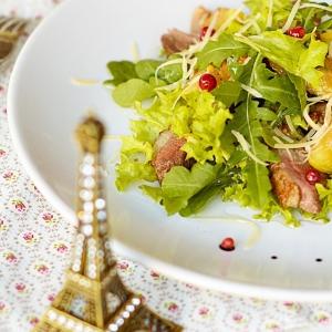 Пармезан - Салат из утиной грудки с маринованным инжиром