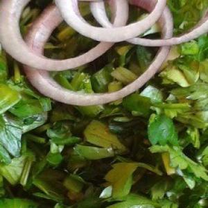 Петрушка - Салат из зелени с чесноком