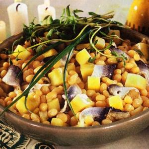Салат с фасолью и рыбой