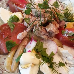 Редис - Салат с консервированным лососем и овощами