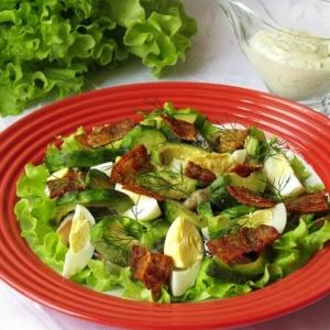 Салат с копчёной скумбрией и авокадо