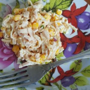 Кукуруза - Салат с курицей и яичными блинчиками