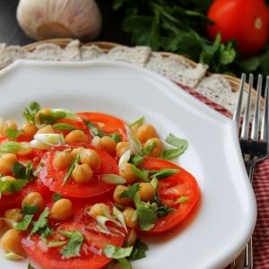 Нут - Салат с нутом и помидорами