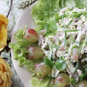 Фисташки - Салат с отварной курицей и виноградом