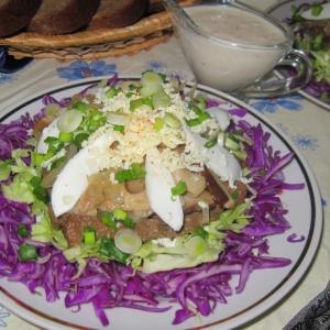 Капуста краснокочанная - Салат с печенью и лесными грибами