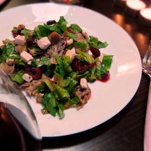 Рецепты из мяса птицы - Салат с печеной уткой