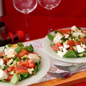 Рыба - Салат с сёмгой, овощами и сыром сиртаки