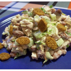 Рецепты салатов - Салат с сухариками