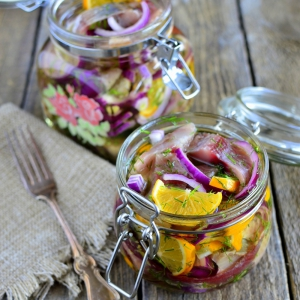 Рецепты закусок - Сельдь с лимонами в масле
