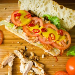 Хлеб - Сендвич с курицей и беконом