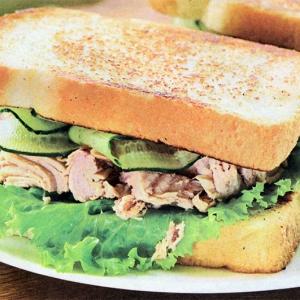 Сэндвичи с тунцом и огурцом