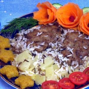 Шницель рубленый с рисом и ананасами