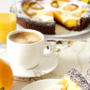 Рецепты десертов - Шоколадный тарт с персиками