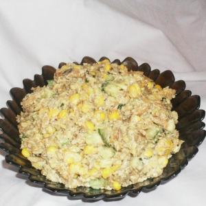 Кукуруза - Шпротный салат с сухариками