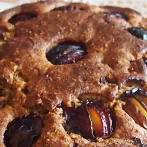 Слива - Сливовый пирог с орехами и шоколадом