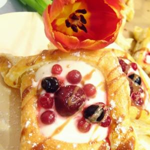 Тесто - Слойки с творожным кремом и ягодами