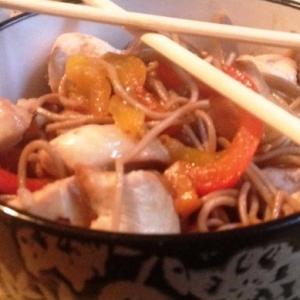 Рецепты азиатской кухни - Соба с курицей и овощами