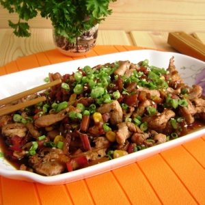 Стир-фрай из курицы с черешками мангольда