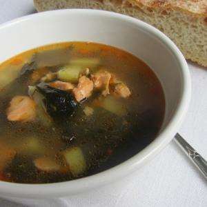 Перец белый - Суп рыбный с кальмаром и вакамэ