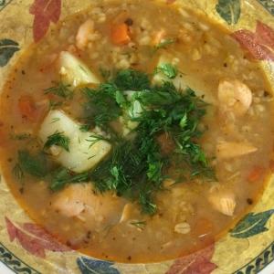 Вегетарианская кухня - Суп с лососем, булгуром и чечевицей