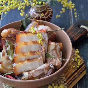 Розмарин - Свиная грудинка, томленная в соевом соусе