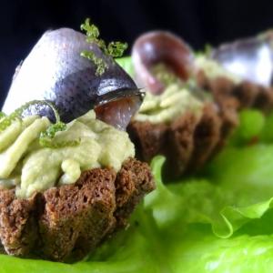 Анчоус - Тарталетки с авокадо и анчоусами