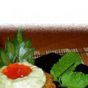 Икра - Тарталетки с кремом из авокадо с сельдью