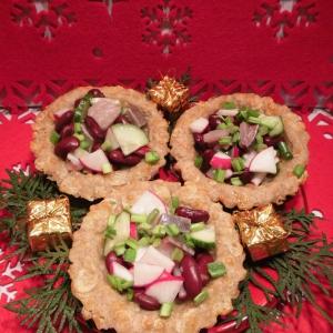 Редис - Тарталетки с селедочным салатом