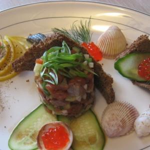 Лук-шалот - Тартар из лосося с огурцом