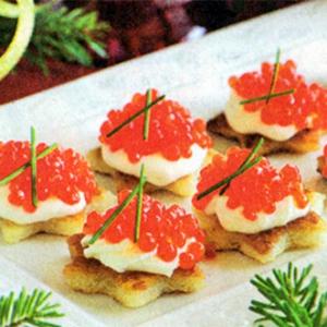 Тартинки с икрой и сливочным сыром