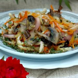 Кальмар - Теплый салат с кальмарами и грибами