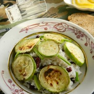 Рецепты из круп - Теплый салат с рисом и цуккини