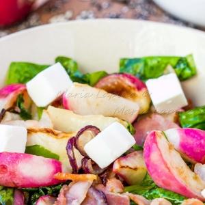 Редис - Теплый салат с жареным редисом и беконом
