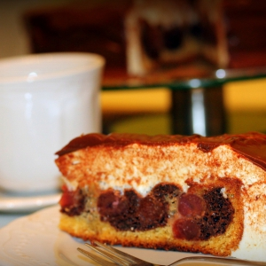 Вишня - Торт Птичье молоко с вишней в мультиварке